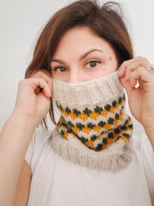 Saturday Greetings 112 Windsor Cowl